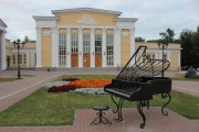Есенин против Александрова: чьё имя должна носить филармония?
